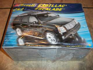 REVELL  CADILLAC ESCALADE  2 N 1  MODEL KIT (NEW)